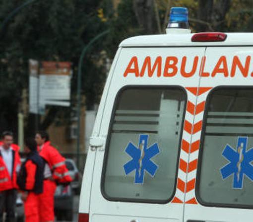Vigevano: cade con la moto in un fosso, ferito lievemente un motociclista