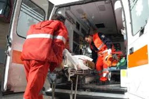 Mortara, scontro fra furgoncino e auto in corso Torino, feriti due anziani