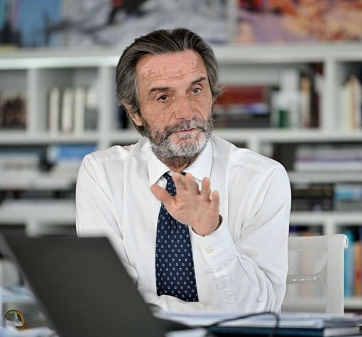 Fontana: «Prima giornata in zona gialla positiva, Astrazeneca non causa ritardi»
