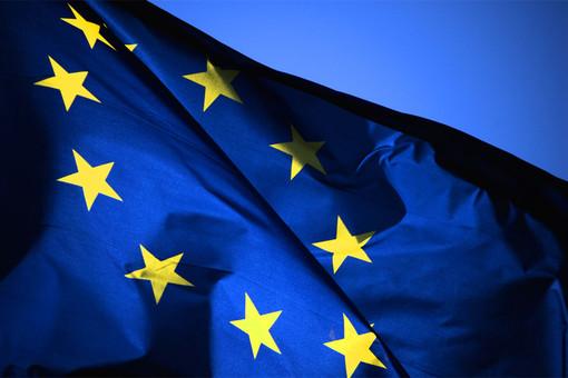 Unione Europea, da il via alla proposta formale per i caricabatterie universali per i cellulari
