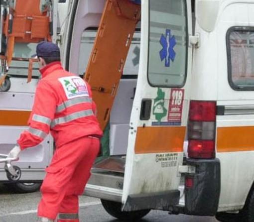 Bereguardo: auto ribaltata sul raccordo autostradale Milano-Genova, soccorso un 40enne