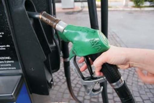 Coronavirus: i sindacati annunciano lo stop dei benzinai. «Da mercoledì notte quelli della rete autostradale, poi tutti gli altri»