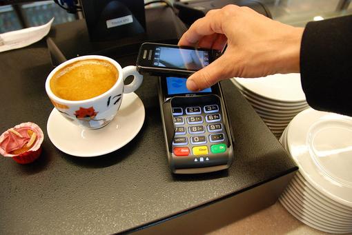 """Carte, contactless e smartphone, PoliMi: agli italiani piace """"pagare digitale"""""""
