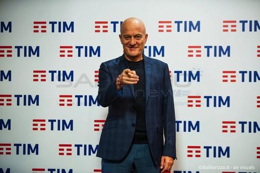 """#Sanremo2019: Claudio Bisio spiega il suo monologo """"Questa è politica, devono vincere i giovani"""""""