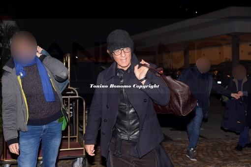 Sanremo 2018: Gianni Morandi si commuove sul palco dell'Ariston