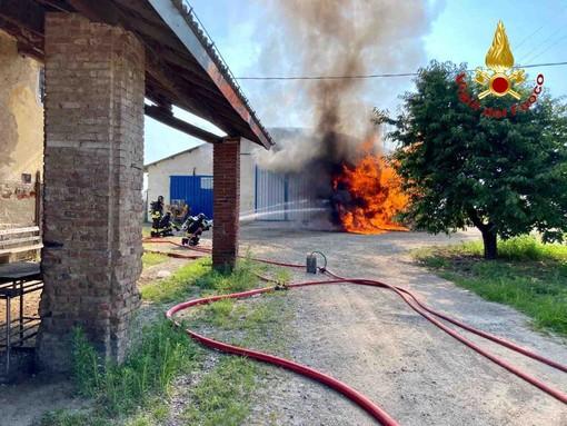 Paura nella bassa novarese per incendio ad un deposito di gasolio