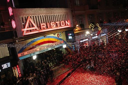 Lo spettacolo del 'red carpet' davanti all'Ariston