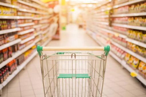 Coronavirus, l'appello dei sindacati: «Chiudere i supermercati a Pasqua e Pasquetta»