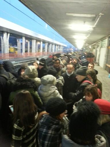 L'ordinario disagio dei pendolari Trenord in Lombardia: tra ritardi, guasti e sovraffollamento