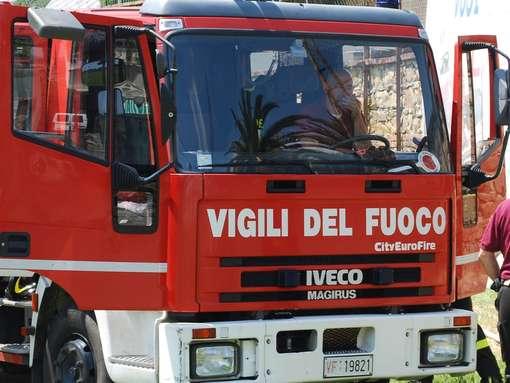 Candia: bruciano alcune sterpaglie in periferia, intervengono i Vigili del fuoco