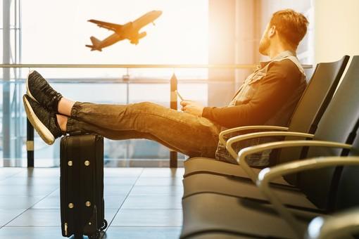 Trasporto aereo, da domani il bagaglio a mano torna in cabina