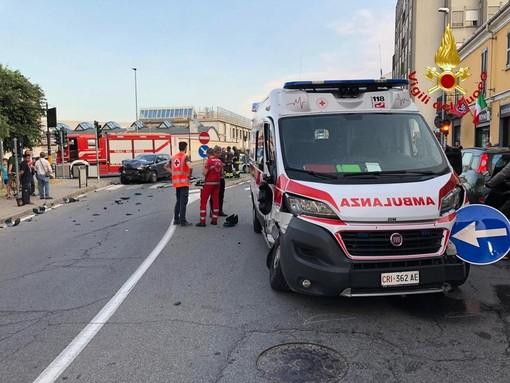 Novara: ambulanza si schianta contro un'auto