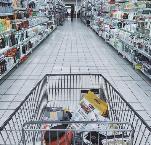 La Coldiretti: «In Lombardia sono 235mila le persone che hanno bisogno di aiuto per mangiare»