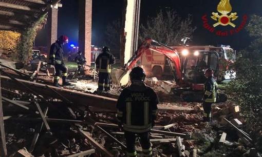 Esplosione ad Alessandria, la morte dei tre vigili del fuoco un atto deliberato? Trovati un timer e degli inneschi