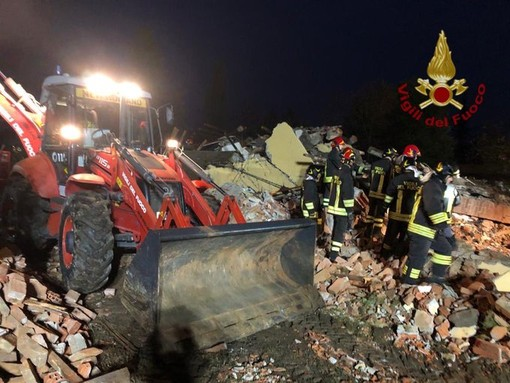 Dramma in Piemonte: esplode una cascina, muoiono tre vigili del fuoco
