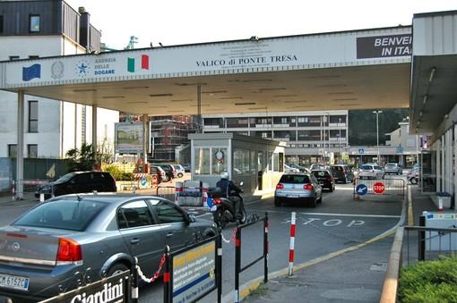Da lunedì via libera allo shopping tra Italia e Svizzera. Riaprono anche i valichi minori