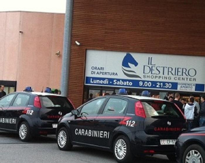 brand new 5c667 7a3dc Vittuone: ruba vestiti al Destriero, ma viene arrestato ...