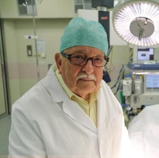 Il gesto del dottor Giron: 85 anni, torna dalla pensione per salvare gli altri. «Paura di ammalarmi? Allora è meglio non fare il medico»