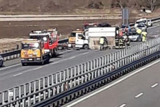 Incidente in autostrada: feriti e code