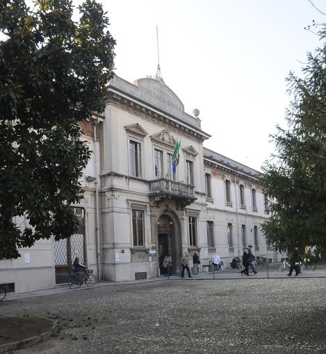Donazione, da parte del Rotary Club Mede Aureum di Vigevano, di quattro poltrone per la somministrazione di chemioterapia presso l'ospedale Civile