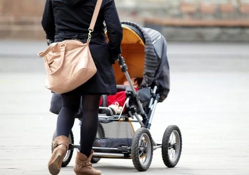 Il Viminale: «Sì alla passeggiate genitore-figli». La Regione Lombardia non ci sta: «Abbassare la guardia ora sarebbe devastante»