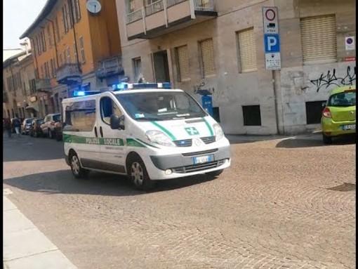 Vigevano: la polizia locale sequestra un taxi abusivo
