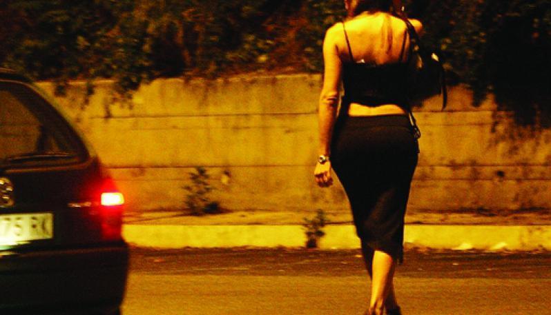 Prostituzione e traffico di droga: blitz della polizia a Milano, 25 arresti
