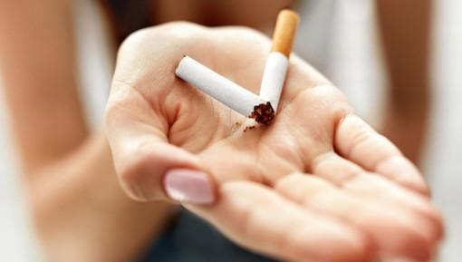 Chi fa la pausa sigaretta lavora meno. Quattro giorni di ferie in più per i dipendenti che non fumano