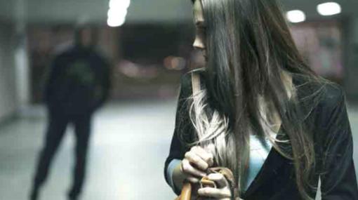 Minaccia con il coltello la ex fidanzatina