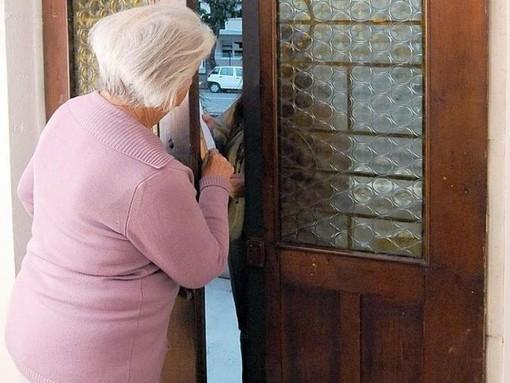 Certosa: si finge direttore di banca per raggirare una pensionata, nei guai una 31enne