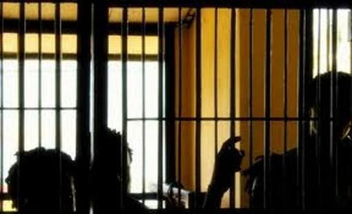 Vigevano: detenuto dà fuoco a una cella ed aggredisce quattro agenti