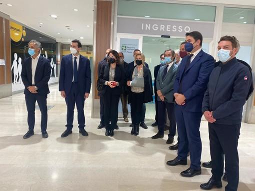 """Vigevano: Attilio Fontana in visita all'hub vaccinale del """"Ducale"""". Le immagini"""