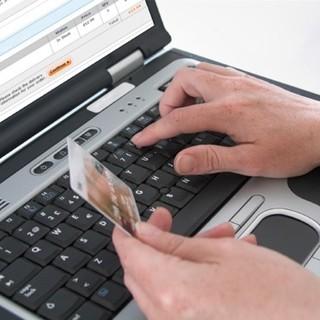 Broni: tenta di vendere alcuni arredi online ma viene raggirato da tre malviventi
