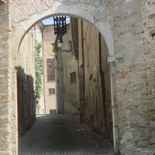 Morsasco Un borgo, un castello, piccole vie, scalette e il ricordo di Gaetano Scirea