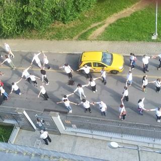 Vigevano: flashmob dell'associazione Angeli Colorati per ringraziare tutto il personale dell'istituto clinico Beato Matteo impegnato nella lotta al Covid-19