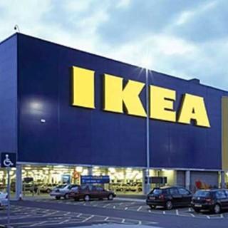 Tutti in fila all'Ikea, dopo il lockdown…