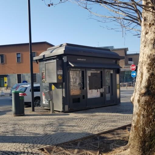 Alessandria: sassi e costole rotte: paura tra i pendolari di fronte alla stazione