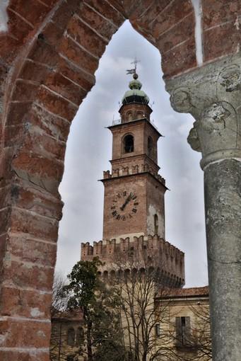 Vigevano, #EarthHour#Speak up for Nature!: sabato sera verrà spenta per un'ora la Torre del Bramante