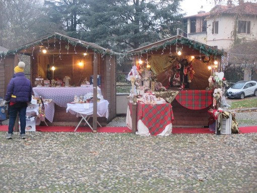 """Morimondo: il mercatino di Natale all'Abbazia """"riscalda"""" una domenica gelida"""