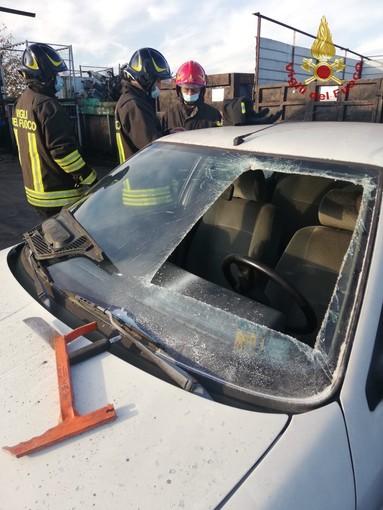 Oltrepò: i vigili del fuoco simulano le tecniche di intervento durante un incidente stradale