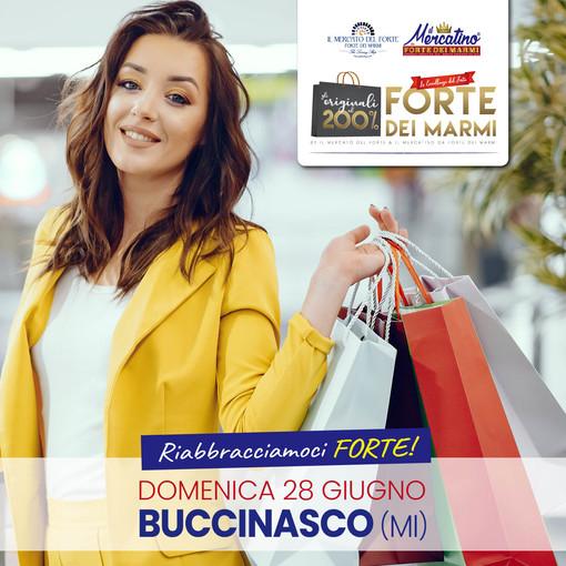 Torna in Lombardia il mercatino da Forte Dei Marmi