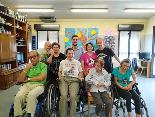 Vigevano, raccolta fondi da record su Facebook. Donati 1000 euro ai ragazzi disabili della comunità Annina