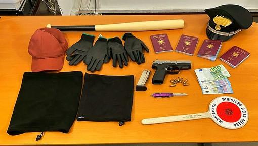 Casorate Primo: trovato in auto con una mazza da baseball e una pistola rubata, in manette un 30enne