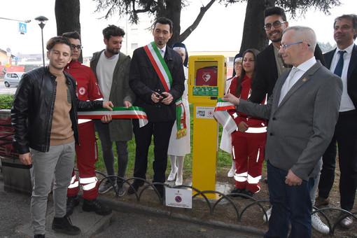 Il pub regala una nuova postazione defibrillatore a Vigevano