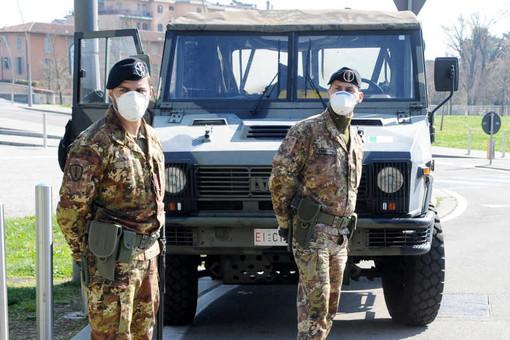 Magenta: arriva l'esercito. Stamani il servizio fuori dalla Posta di via Pusterla