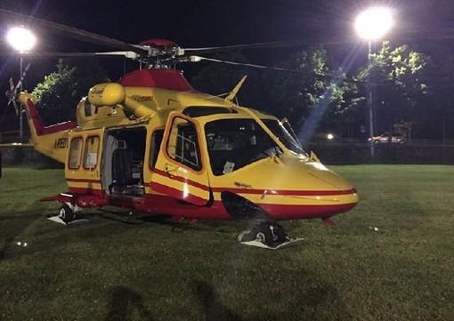 Ozzero, scontro tra auto sulla ex statale 494: una si ribalta, feriti due uomini gravissimo un 30enne