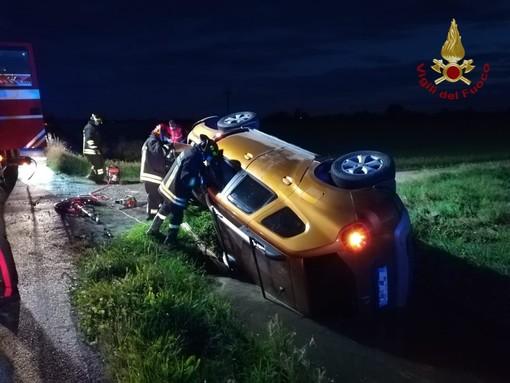Castelnovetto: esce di strada e si ribalta in un fosso, lievemente ferito un 49enne