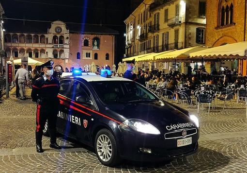 Pavia: richiama i ragazzi che fanno rumore in centro e viene malmenato, nei guai cinque giovani