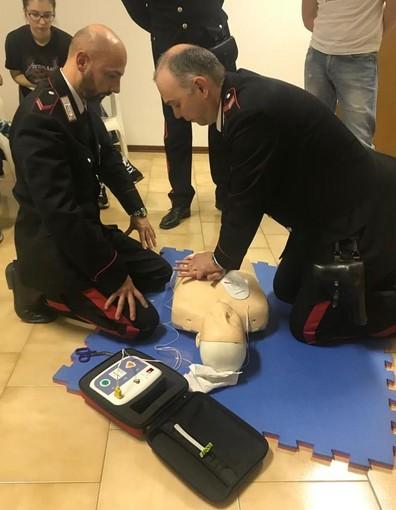 Il comando provinciale dei carabinieri acquista 15 defibrillatori, quattro saranno destinati in Lomellina