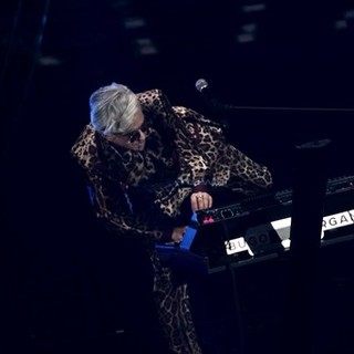 Clamoroso a Sanremo: Morgan cambia il testo e Bugo abbandona il palco